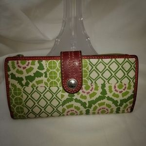 A9,365 Fossil Pattern Wallet Green Pink